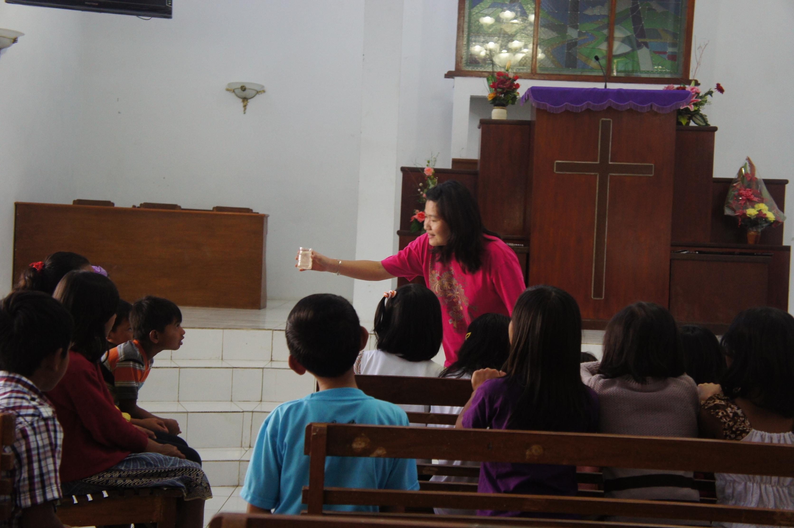 SMP Bentara Wacana, dan malam hari melayani Ibadah KKR Pemuda di